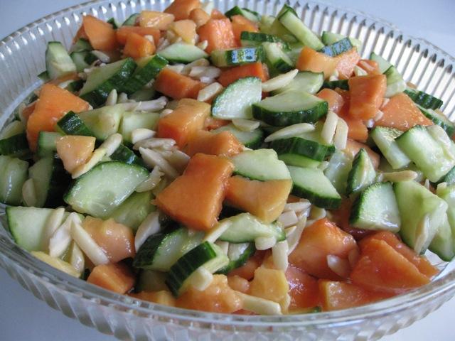 how to make cucumber papaya salad